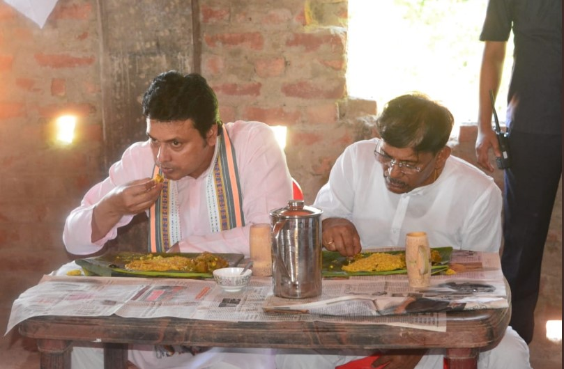 Tripura Chief Minister Biplab Kumar Deb having lunch in a banana leaf