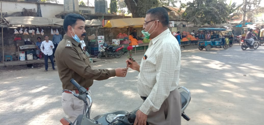 Assam Cops greets traffic rule violators with roses in Cachar